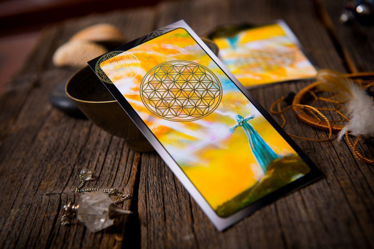 Tarot card draws